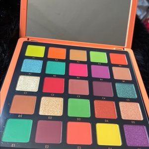 Brand New Norvina ABH  Pro Pigment Pallete
